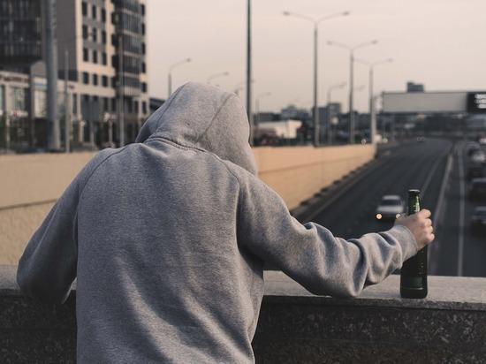 Люди, которые злоупотребляют спиртными напитками, имеют риски столкнуться с проявлениями слабоумия уже в возрасте от 40 до 50 лет