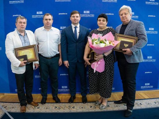 Лучшие врачи ДНР получили награды