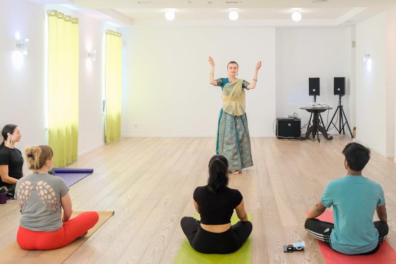Международный день йоги занятиями и танцами отметили в Волгограде, фото-3