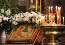 Михаил Ведерников поздравил псковичей с праздником Святой Троицы