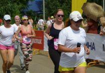 На старте только девушки: омский Цветочный забег выиграла Мария Костина