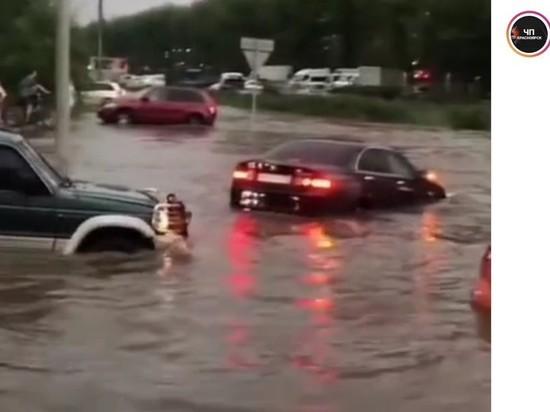 Сильные ливни обрушились на Красноярск, что привело к затоплению значительной территории города
