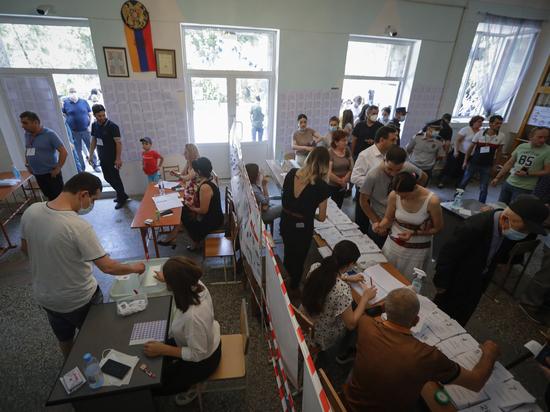 Внеочередные парламентские выборы в Армении проходят в «непарламентской» обстановке
