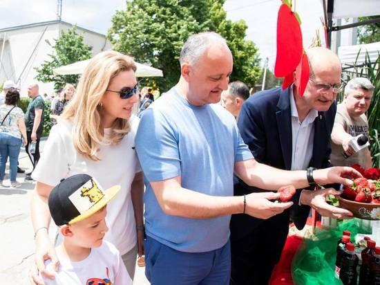 Игорь Додон посетил фестиваль клубники и мёда в Садова