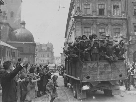 Почему украинские националисты помогали  в сорок первом Гитлеру, а немцы  отправили  Бандеру в Заксенхаузен