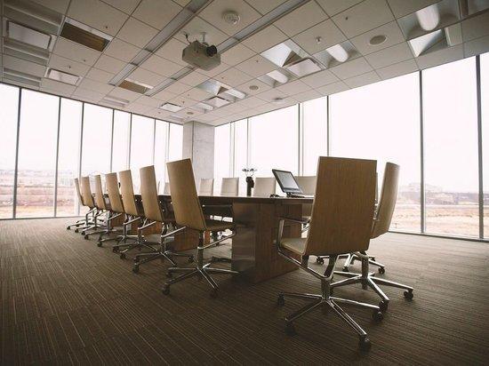 Роспотребнадзор рекомендовал сократить рабочий день при жаре в офисе