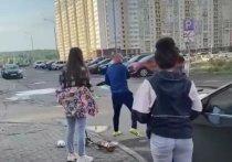 «С пяти утра орешь!»: в Челябинске мужчина отхлестал девушек ремнем за шум во дворе