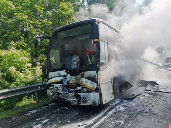 Автобус сдетьми зажегся  после ДТП наКубани