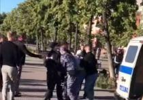 В Челябинске потасовка пьяной компании с полицейскими закончилась арестом