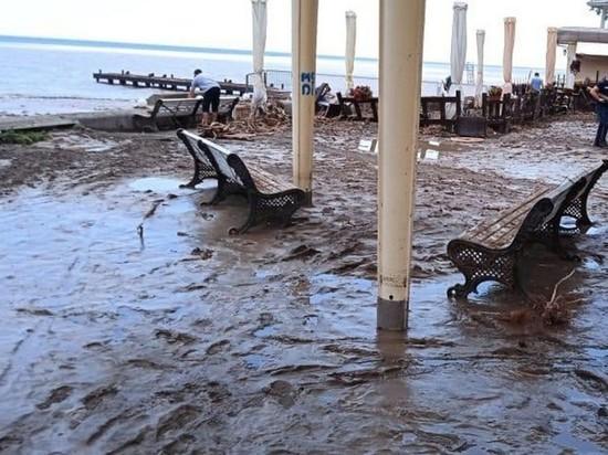 Роспотребнадзор закрыл пляжи на пострадавших территориях Крыма