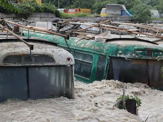 Несколько домов ушли под воду в Ялте