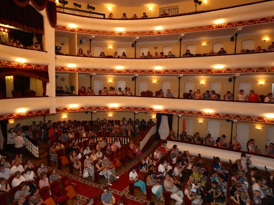 Псковский театр произвел фурор во время гастролей в Астрахани