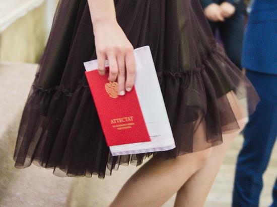 Выпускникам Калмыкии вручат аттестаты