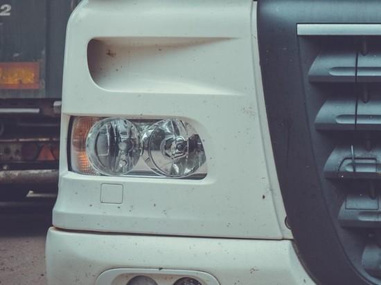 Днем в понедельник, 21 июня, в центре Москвы произошло ДТП с участием грузового автомобиля