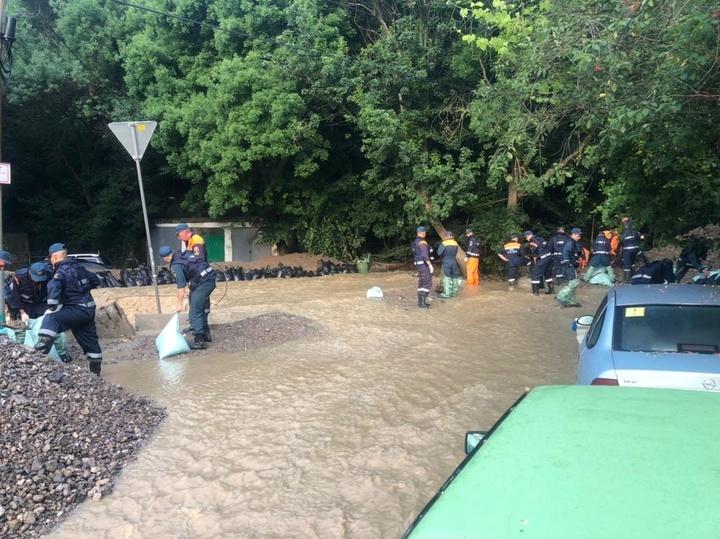 Владельцы утонувших в Ялте машин рассказали, как их вылавливали