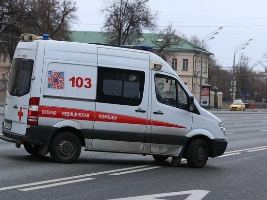 Водитель вылетевшей на тротуар в Москве фуры скончался