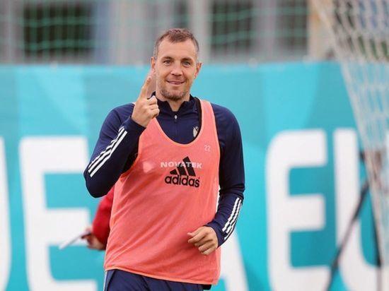 Капитан сборной России по футболу Артем Дзюба принес извинения за поражение от команды Дании в заключительном матче группового этапа чемпионата Европы, после которого россияне вылетели с турнира