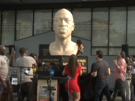В Бруклине установили белую статую чернокожего Джорджа Флойда