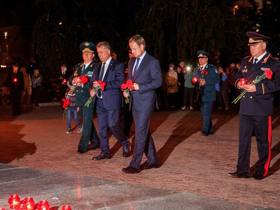В Барнауле в День памяти и скорби возложили цветы к Мемориалу Славы