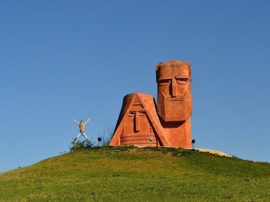 Посол РФ: миротворцы сыграли важную роль в возвращении армянских пленных
