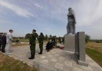 Траурный митинг прошел на «Линии Сталина» в Островском районе