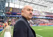 Российский футбольный союз (РФС) не будет комментировать слухи об отставке главного тренера сборной России Станислава Черчесова