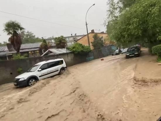 Вода, затопившая Ялту, вернулась в русла рек