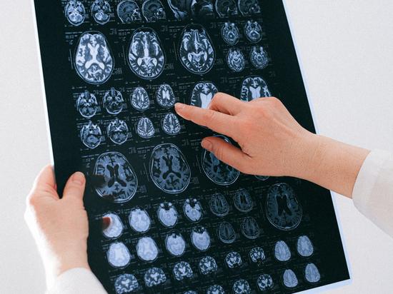 Раскрыта изнанка программы «чипирования россиян»: серьезное исследование мозга сделали страшилкой