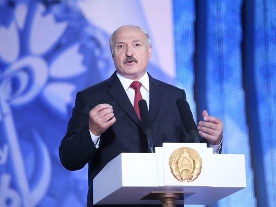«Разберитесь с обезумевшими политиками»: Лукашенко обратился к соседним народам