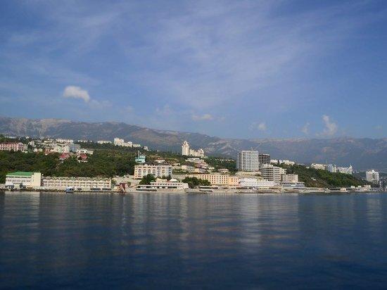 Аксенов выразил сомнение в возможности закрыть курорты Ялты
