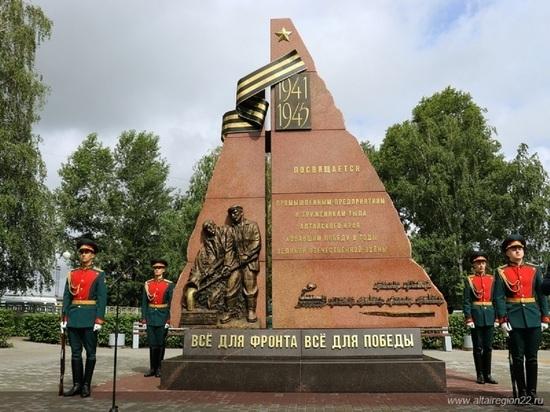 В Барнауле открыли памятник заводам и труженикам тыла времен ВОВ