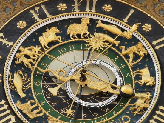 Астрологи рассказали, кто из представителей зодиакального круга часто улыбается в лицо, а за спиной строит козни, пишет Daily Horo