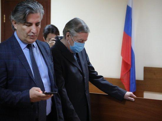 Адвокат Ефремова опроверг сообщения о психическом расстройстве у актера