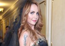 Певица МакSим (настоящее имя — Марина Абросимова) была госпитализирована на прошлой неделе с высокой температурой и сильным кашлем