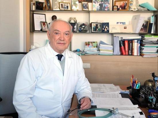 Доктор Румянцев: какой вакциной прививаться от COVID-19, должен решать врач