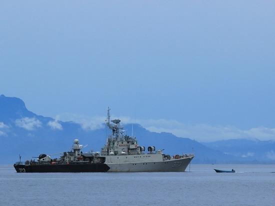 Черноморский флот и пограничная служба ФСБ остановили нарушение водных границ России британским эсминцем