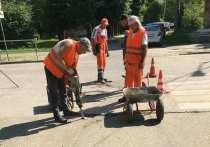 Коммунальщики Серпухова продолжили сезонную уборку и ремонт дорог