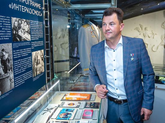Роман Романенко принял участие в открытии выставки, посвящённой космонавту Алексею Губареву