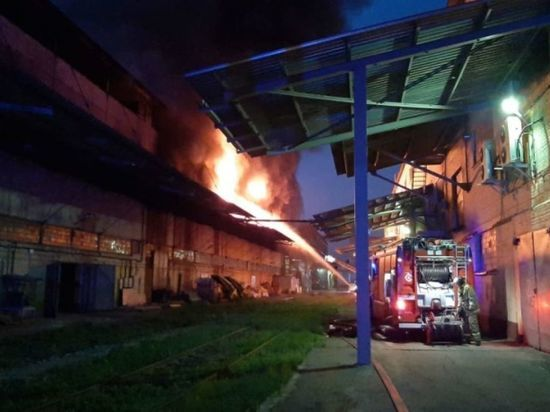 На складе на юге Москвы произошел пожар на площади около 600 квадратных метров