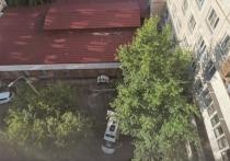 «Парень сбежал»: в Челябинске на улице Молодогвардейцев из окна выпала девушка