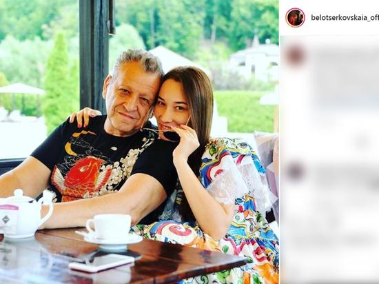 По мнению Екатерины Белоцерковской, молодой человек совсем не похож на ее покойного супруга