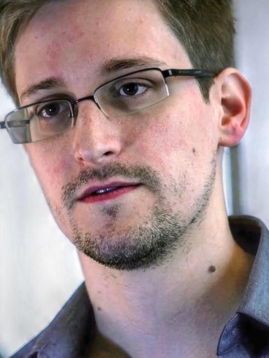 Эдвард Сноуден прокомментировал смерть основателя компании McAfee Джона Макафи, тело которого накануне нашли в тюрьме в Испании