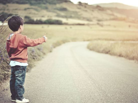 Годовалый ребенок выполз под колеса автомобиля в Кудрово