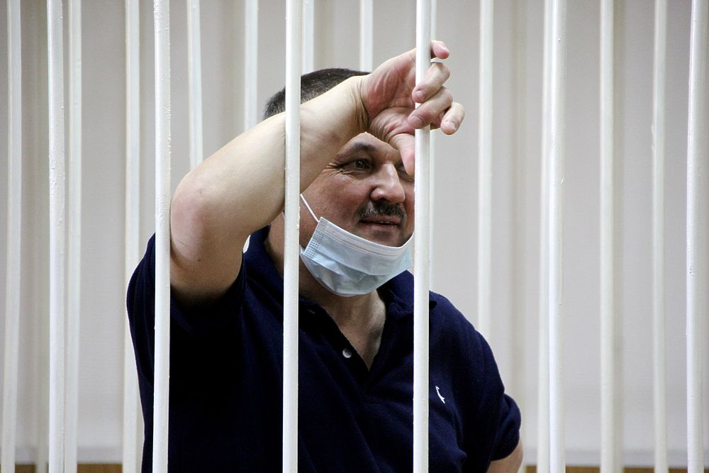 Радость и грусть в глазах Кузнецова: фото из зала суда