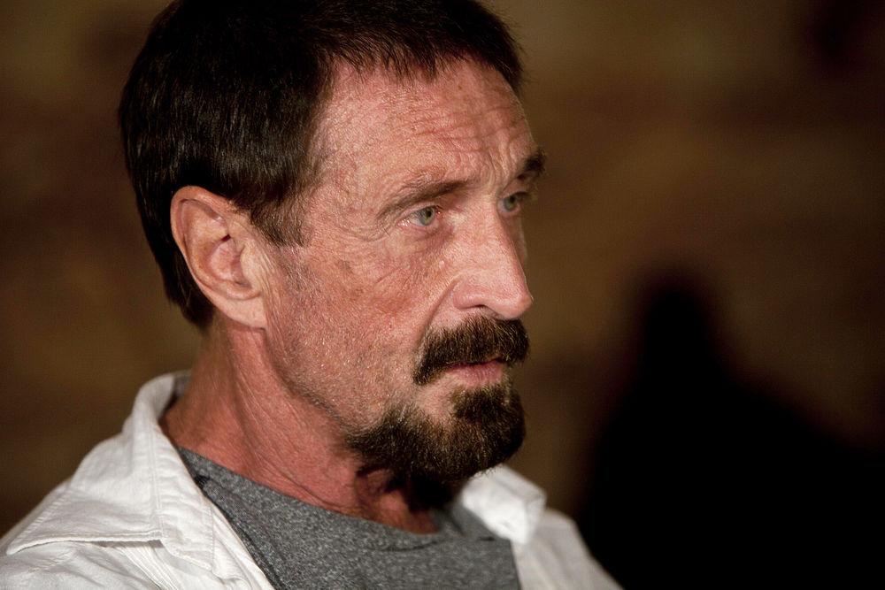 Создателя антивируса Макафи нашли мертвым в испанской тюрьме: последние фото