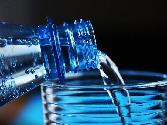 Германия: Эксперты сообщили, какие виды минеральной воды загрязнены пестицидами