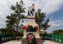 В День памяти и скорби сотрудники «НОВАТЭК-Челябинск» высадили деревья возле мемориалов