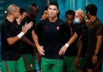 Криштиану Роналду в 36 лет не перестает быть звездой мирового футбола, который даже в группе смерти на Евро-2020 умудряется стать лучшим бомбардиром турнира. «МК-Спорт» расскажет, какие рекорды уже покорились португальцу на Евро, и что впереди.