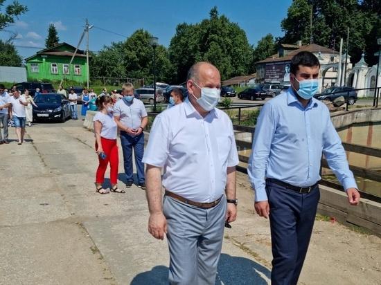 Обрушившийся по вине водителя большегруза мост в Холуе вновь открыт