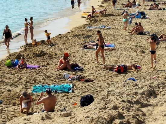 Уже приехавшим на кубанские курорты туристам разрешили не вакцинироваться